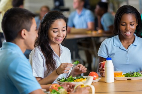 Teens eating healthy meals for diabetic health.