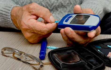 person testing blood sugars