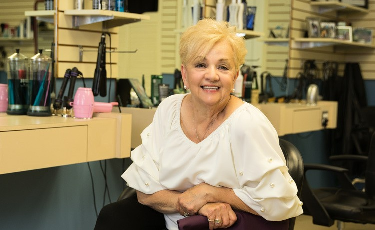 Lynn returns to hair salon after heart surgery